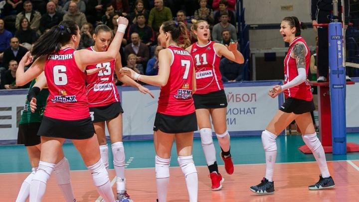 Волейболистки «Уралочки» обыграли принципиальных соперниц из Красноярска