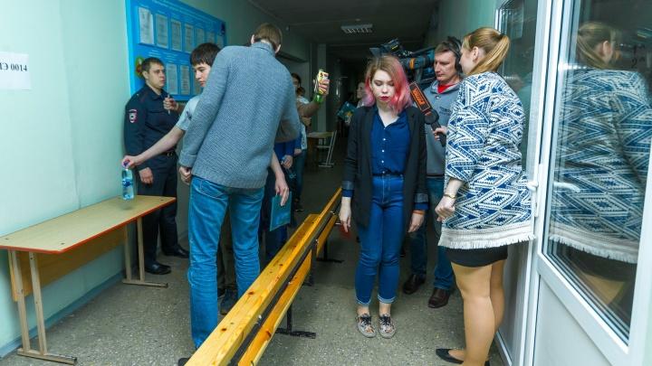 На лабутенах не пройти: учеников челябинской школы задержали за «неправильную» обувь