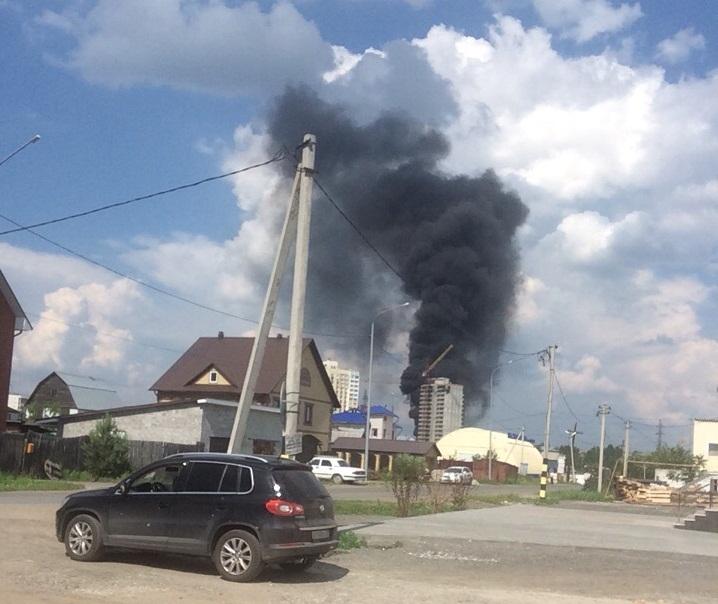 Из-за дыма о пожаре в новостройке знал весь район