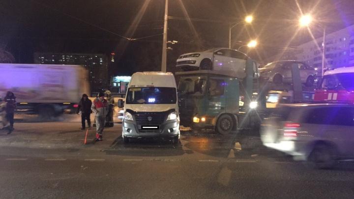 Полицейские установили виновника ДТП с автовозом и маршруткой на Московском шоссе