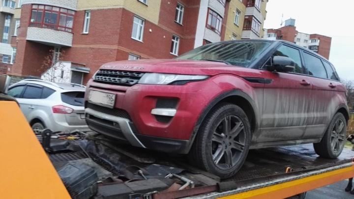 У екатеринбуржца отобрали Range Rover за долг в 1,4 миллиона рублей
