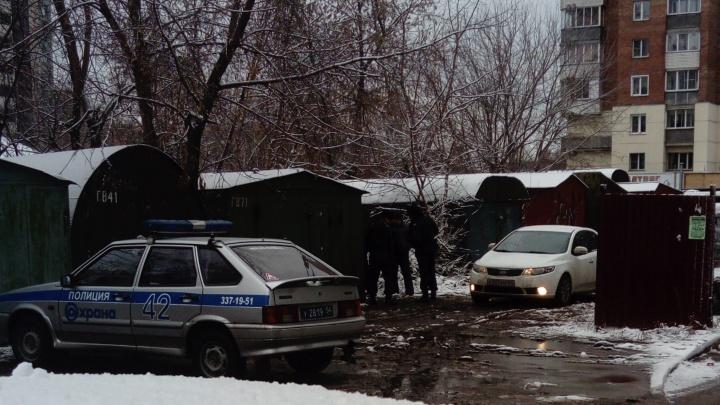 За одно утро в гаражах Первомайского района нашли два трупа