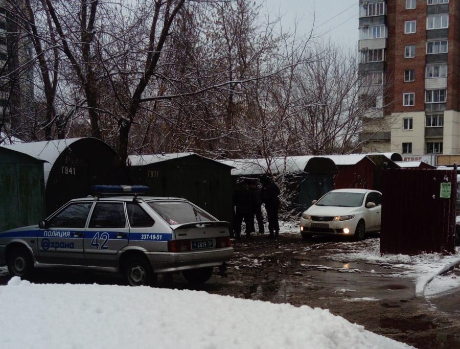 ВНовосибирске вгаражах отыскали два трупа