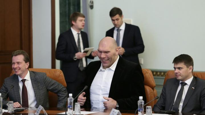 Селфи Валуева, реклама шлака и пикетчики на улице: министр экологии России посетил Челябинск