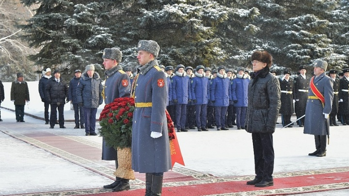 Глава Башкирии возложил цветы к Вечному огню