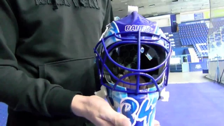 Вратарь хоккейной «Сибири» показал свой шлем