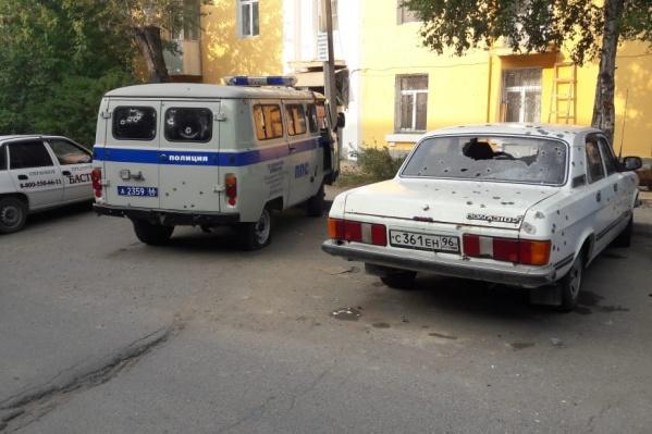 Мужчина расстрелял офис охранного предприятия, машину ППС и припаркованные рядом легковушки
