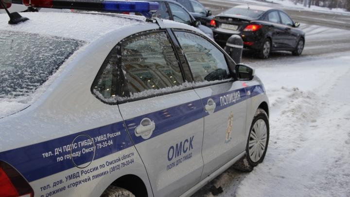 Омич на «Тойоте» влетел в иномарку и скрылся с места аварии