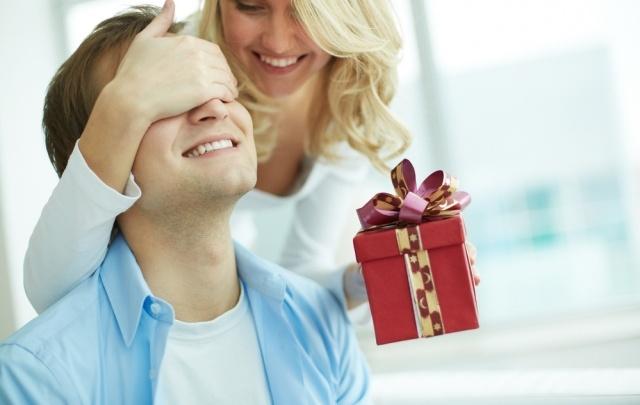 Что подарить любимому на День защитника Отечества: идеи подарков
