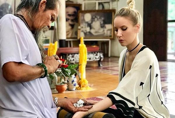 Ярославна Елена Летучая сделала себе магическую татуировку