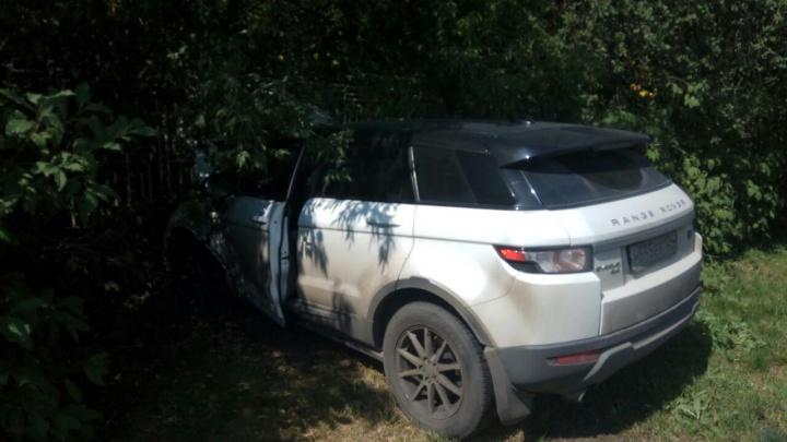 Пролетевший на красный Range Rover снёс «Ладу» на перекрёстке