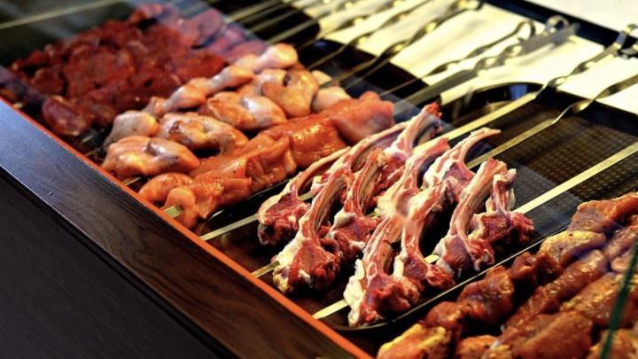 Бургеры с огня и сочное мясо: «Шашлычок» обновил меню и добавил бизнес-ланч