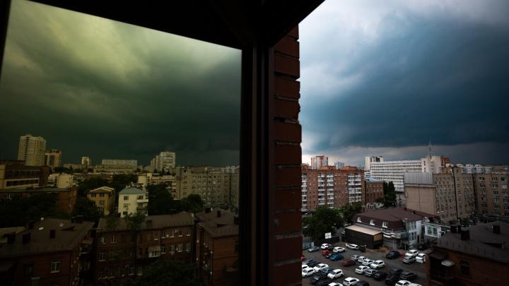 Штормовое предупреждение: в Ростовской области ожидаются ливни, грозы и шквалистый ветер