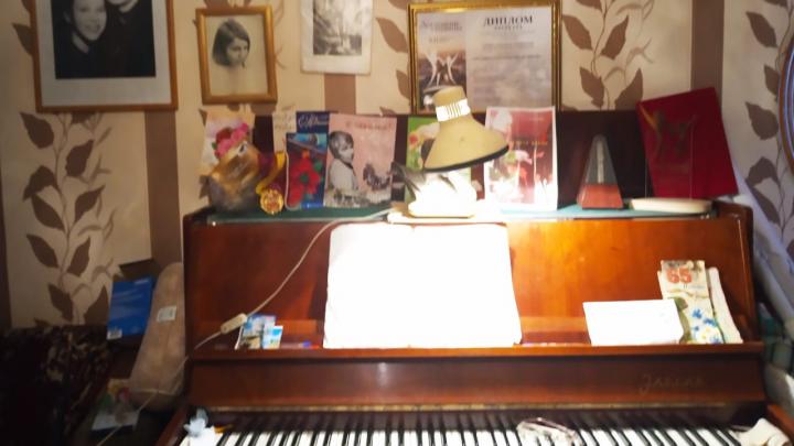 Гениальная пианистка живет в Уфе в однокомнатной хрущевке и падает с единственной табуретки