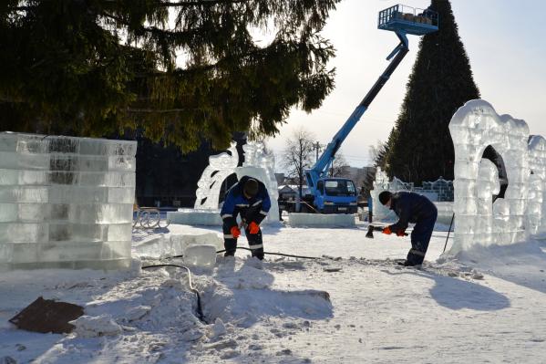 Ледяные фигуры изначально должны были убрать не позднее 4 марта