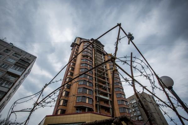 Своими глазами увидеть уже построенные, но до сих пор не сданные квартиры инвесторы пытались годами — удалось им это только после заявлений в прокуратуру и полицию