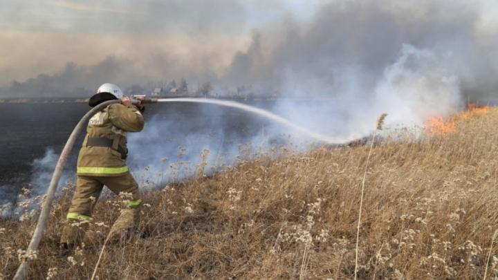 За сутки пожарные спасли от огня около 500 жилых домов