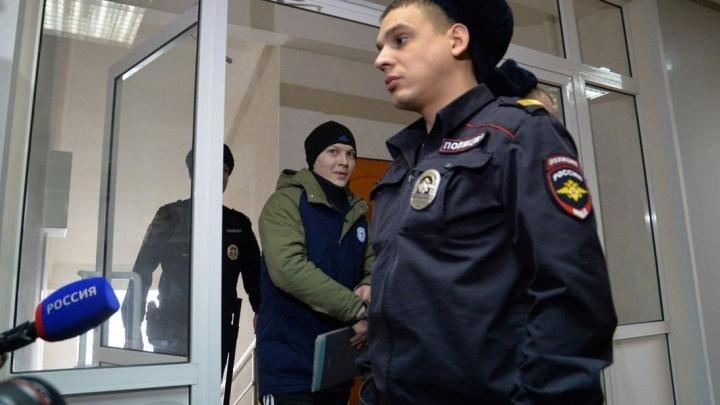"""""""У Игоря не было ножа и он не бил по машине"""": в суде зачитали показания жены автохама Новосёлова"""