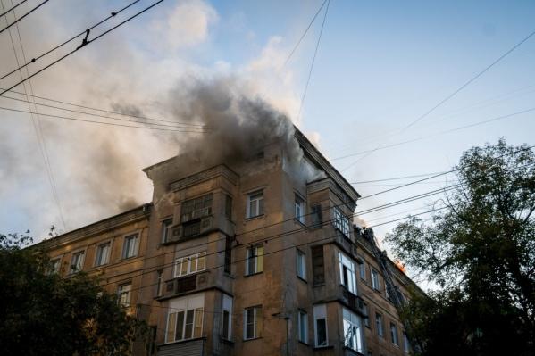 Пожар на Советской вчера тушили несколько часов