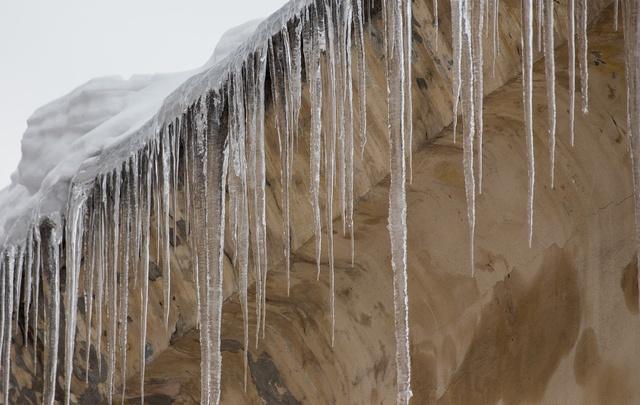 В Башкирии 7-летнюю девочку насмерть засыпало снегом