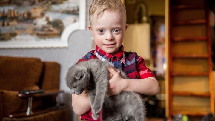 «Мама, я тебя искал»: сибирячка проехала 600 км, чтобы взять в семью мальчика с синдромом Дауна