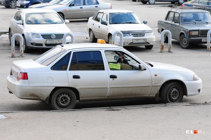 Пассажиры такси часто не понимают, что делать, если они попали в ДТП