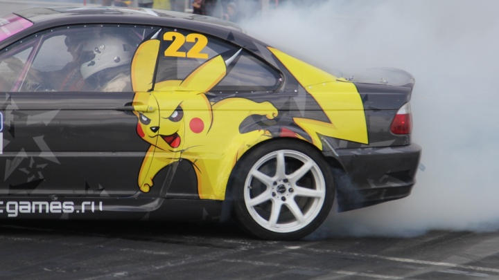 На максимальной скорости: белый дым и круги на трассе — в фоторепортаже с «Формулы 29 Дрифт»