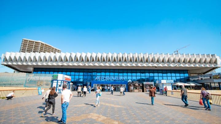 На главном автовокзале Ростова пассажиров не пускают из-за электронных билетов