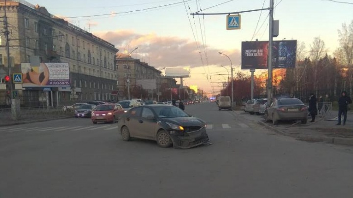 После аварии с тремя пешеходами на Маркса вину признал водитель, который их не сбивал
