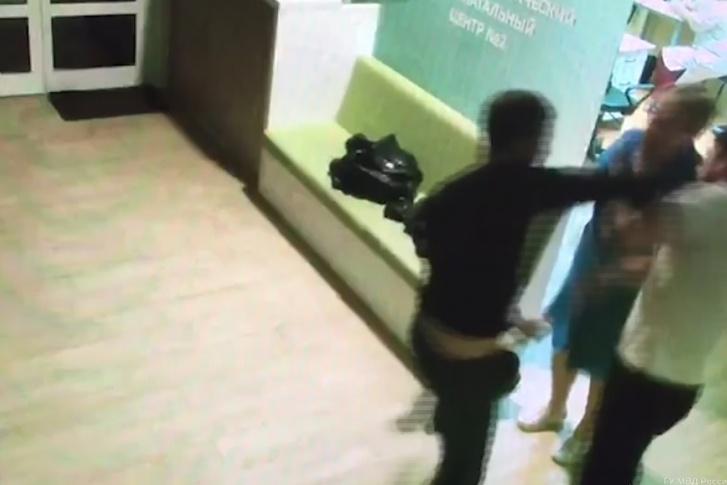 Азербайджанец избил врача и медсестру перинатального центра в Волгограде