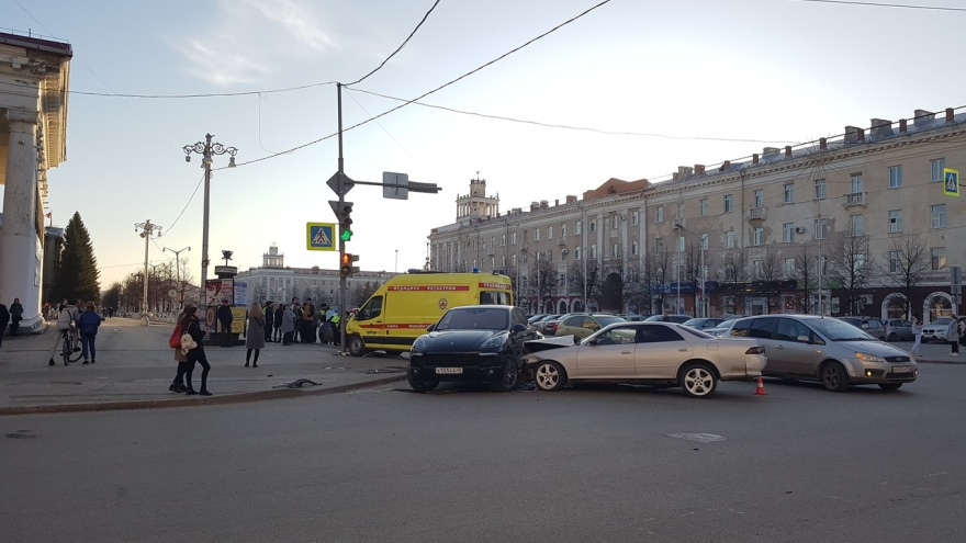 На площади Кургана произошло ДТП с участием скорой помощи. Есть пострадавшие