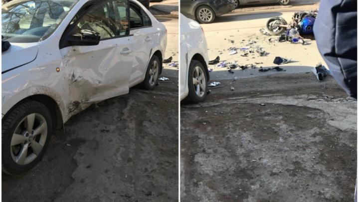 В Уфе момент столкновения мотоцикла и SKODA Rapid попал на видео