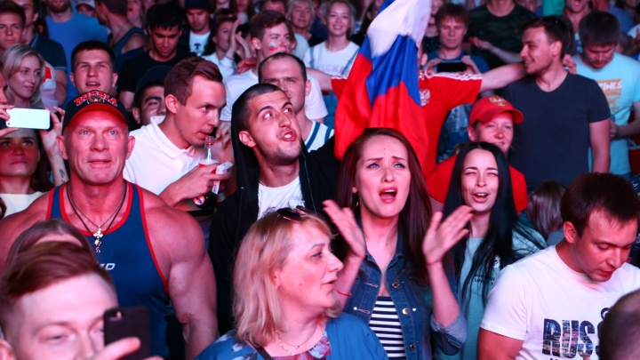 Пели гимн и плакали: смотрим, как пермяки болели за Россию в четвертьфинале ЧМ-2018 по футболу
