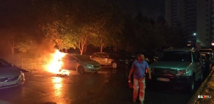 Полиция просит откликнуться свидетелей ЧП на Ботанике, где сгорела KIA