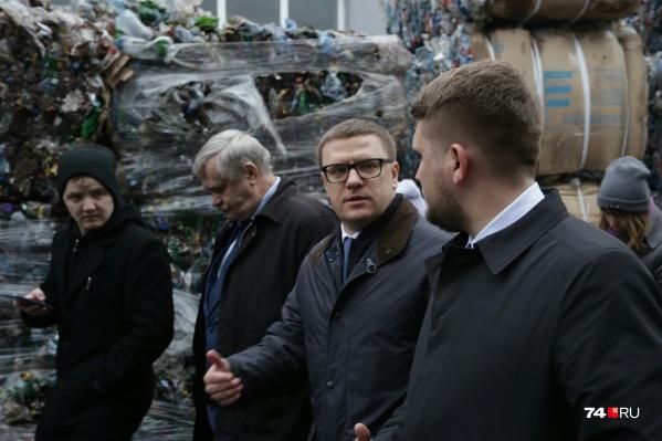 В свой второй объезд Челябинска Алексей Текслер первым делом прибыл на предприятие по переработке пластика и старой одежды