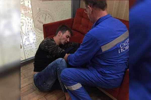 Когда прибыла скорая, пострадавший корчился на полу от боли
