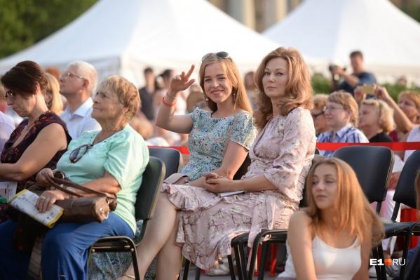 На открытие фестиваля пришла и олимпийская чемпионка Ольга Котлярова (справа)