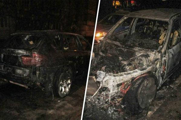 Машина выгорела дотла