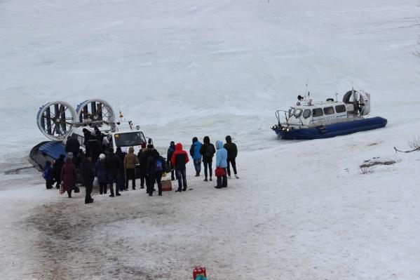 Ледовую переправу будут обслуживать суда на воздушной подушке