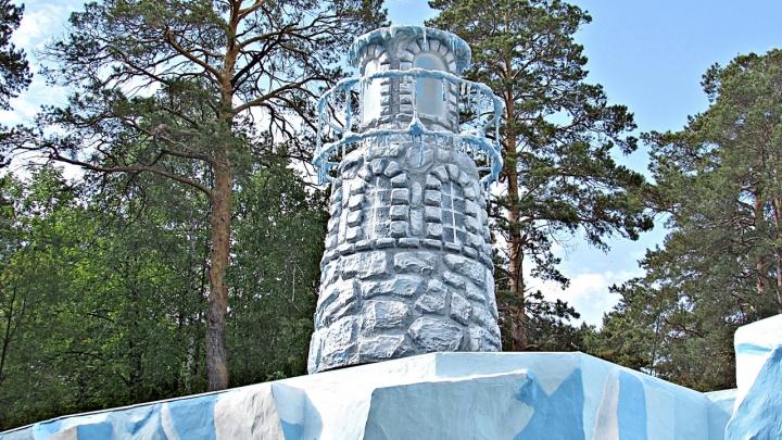 Белым медведям из зоопарка построили огромный маяк