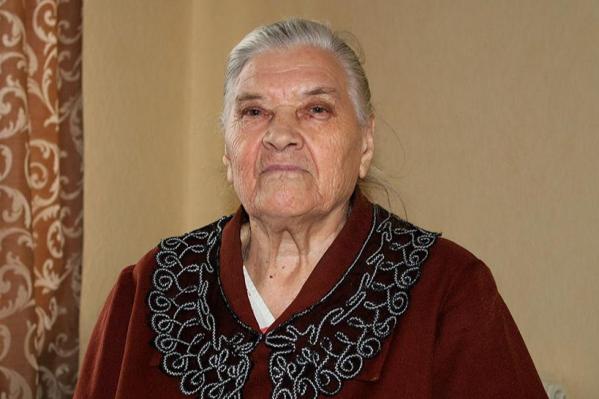 Анна Бусыгина внезапно ушла из жизни в конце июля. Из-за того, что родных у нее нет, позаботиться о достойных похоронах было некому. В результате ее положили в гроб черном пакете, что сильно возмутило жителей пансионата, где живут другие ветераны войны