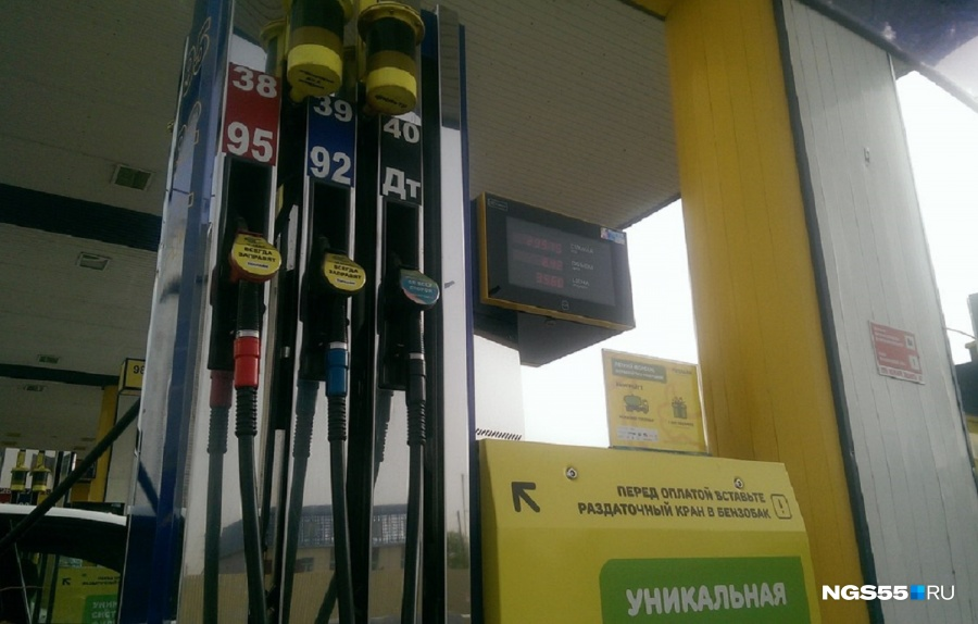 Наомских заправках подорожал бензин