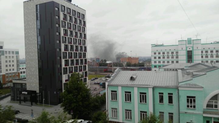 Над Железнодорожным районом поднялся чёрный дым