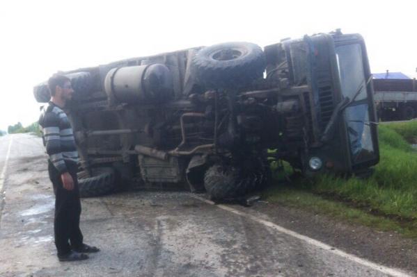 ГАЗ-66 перевернулся после столкновения с автомобилем «Лескус»