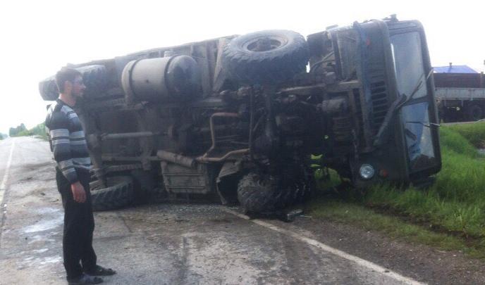 Под Новосибирском ГАЗ-66 столкнулся с «Лексусом» и перевернулся