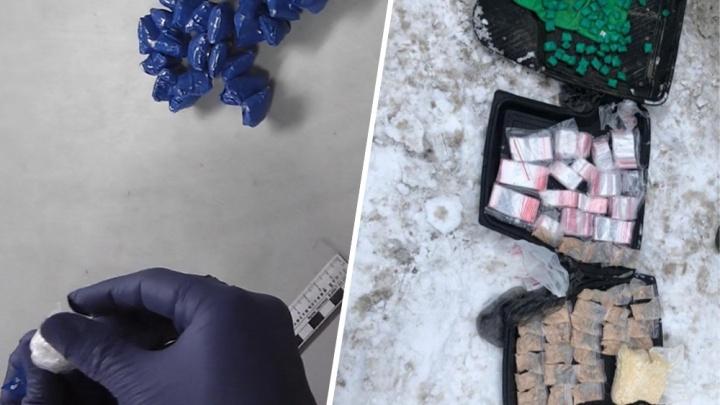 В Тольятти полицейские у курьера интернет-магазина нашли крупную партию наркотиков