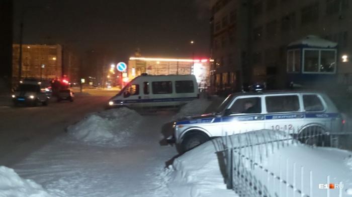 Стрельба в подъезде, в результате которой полицейский оказался ранен, произошла в феврале