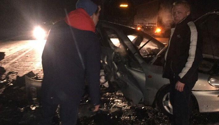 На трассе Тюмень — Омск столкнулись две иномарки — оба водителя в больнице