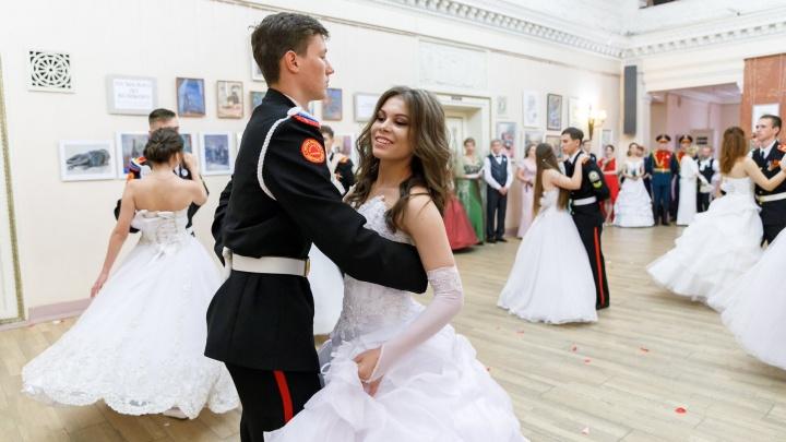 «Дресс-кода не будет»: волгоградцев научат танцевать менуэт в торговом центре