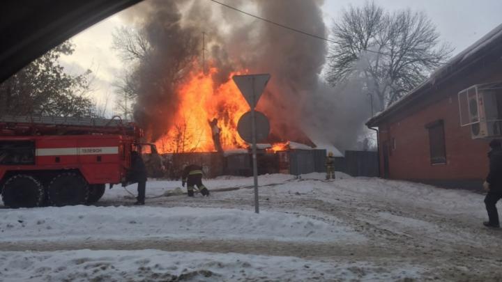 «Хотел напугать, но огонь распространился быстро»: ярославца, который поджёг дом, задержали